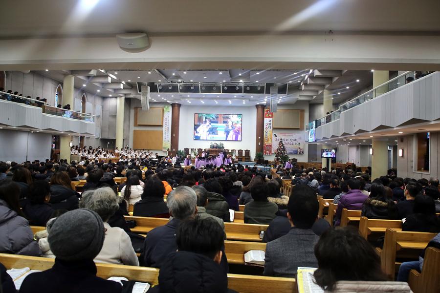 20171225성탄축하예배 (56)p.jpg
